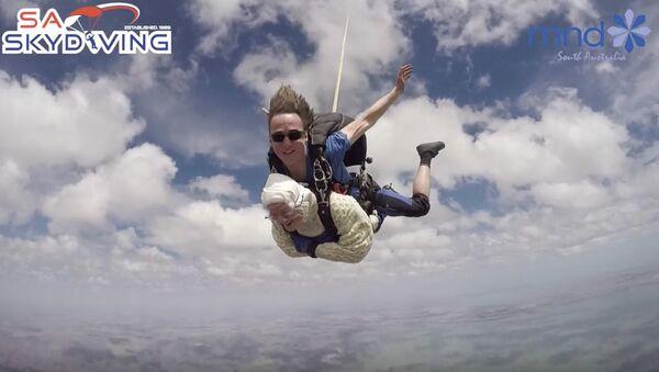 Skok ze spadochronem 103-letniej Austraijki Irene O'Shea - Sputnik Polska