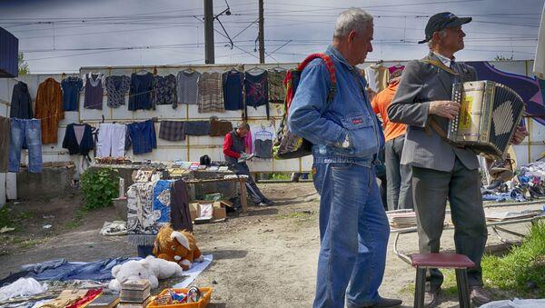 Uliczny bazar w Kijowie - Sputnik Polska