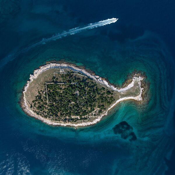 Wyspa w kształcie rybki w Chorwacji - Sputnik Polska
