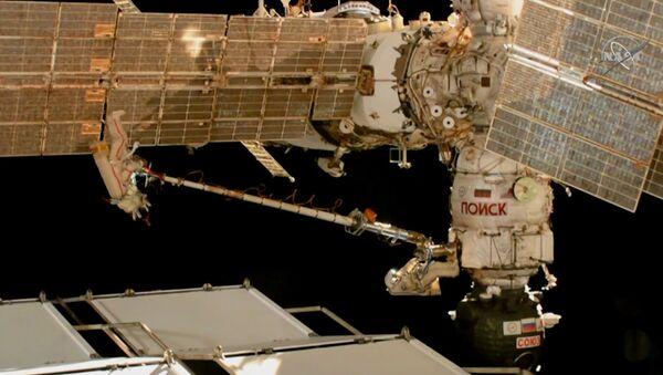Rosyjscy kosmonauci zbadali poszycie Sojuza MS-09 - Sputnik Polska