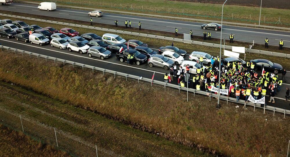 """Akcja protestacyjna rolników w """"żółtych kamizelkach"""" w Polsce"""