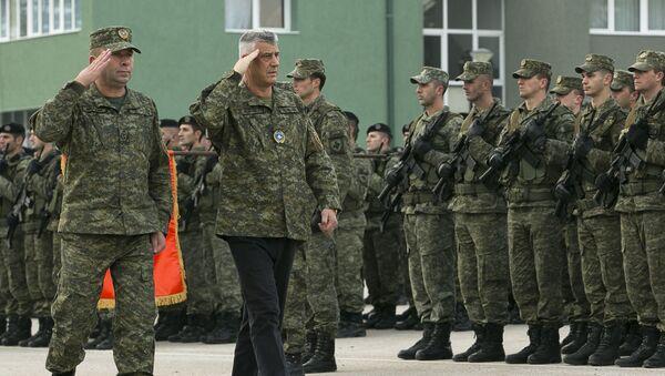 Dowódca Kosowskich Sił Bezpieczeństwa Rrahman Rama i prezydent Kosowa Hashim Thaci wizytują wojskowych w Prisztinie - Sputnik Polska