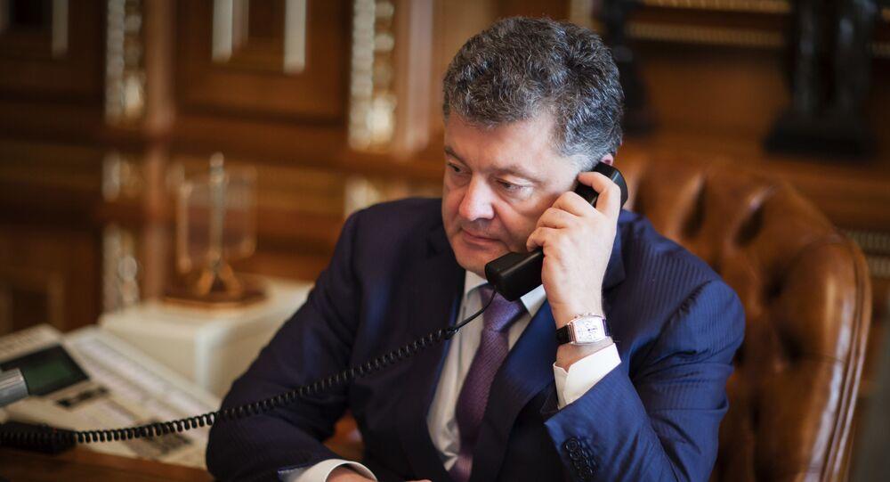 Prezydent Ukrainy Petro Poroszenko podczas rozmowy telefonicznej