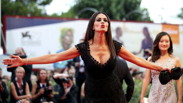 Włoska aktorka, producent i scenarzysta Maria Grazia Cucinotta podczas ceremonii otwarcia 72. Festiwalu Filmowego w Cannes - Sputnik Polska