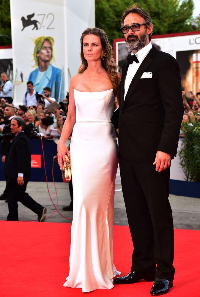 Islandzki reżyser Baltasar Kormákur z żoną podczas ceremonii otwarcia 72. Międzynarodowego Festiwalu Filmowego w Wenecji