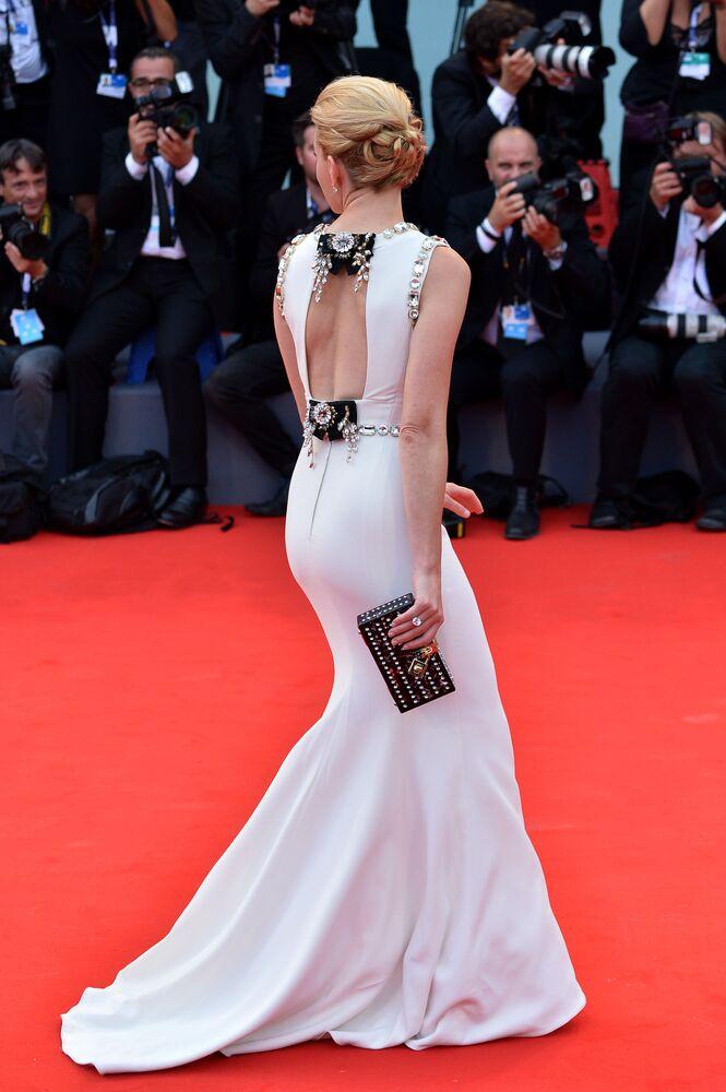 Amerykańska aktorka i reżyser Elizabeth Banks podczas ceremonii otwarcia 72. Międzynarodowego Festiwalu Filmowego w Wenecji