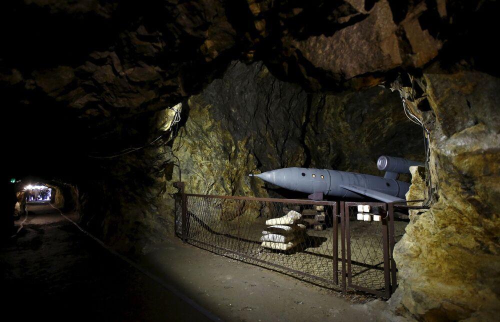 Wystawa dla turystów w tunelu po zamkiem Książ