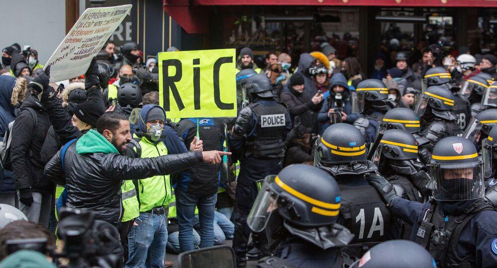 Protesty żółtych kamizelek w Paryżu