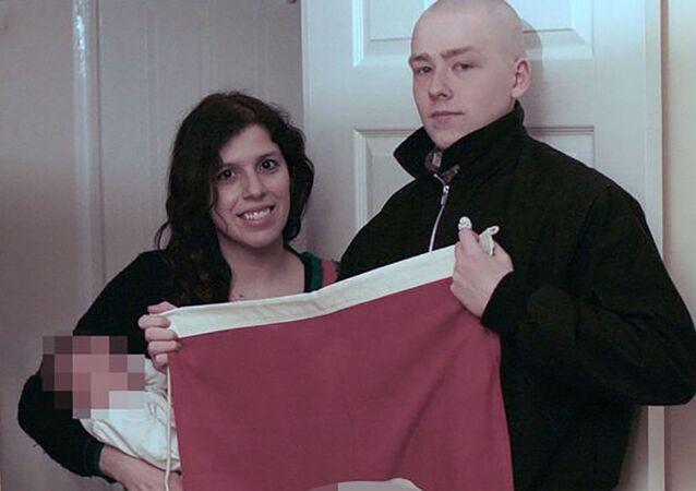 Claudia Patatas i Adam Thomas z dzieckiem, któremu nadano imię Adolf