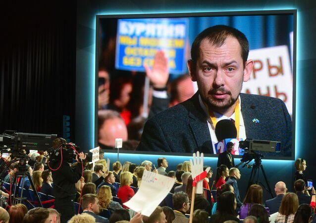 Ukraiński dziennikarz zadaje pytanie Wadimirowi Putinowi