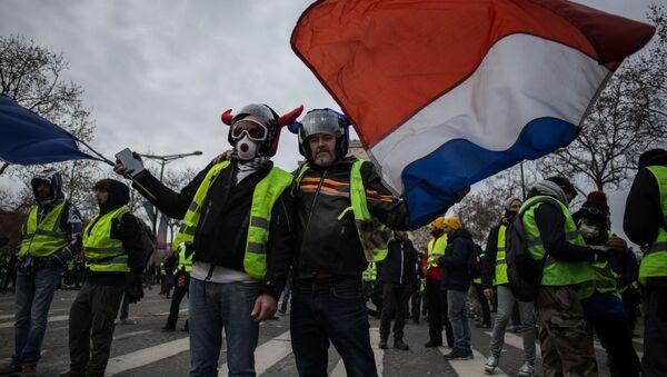 Protesty żółtych kamizelek we Francji - Sputnik Polska