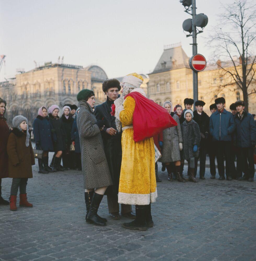 Dziadek Mróz na ulicach Moskwy, 1973 rok