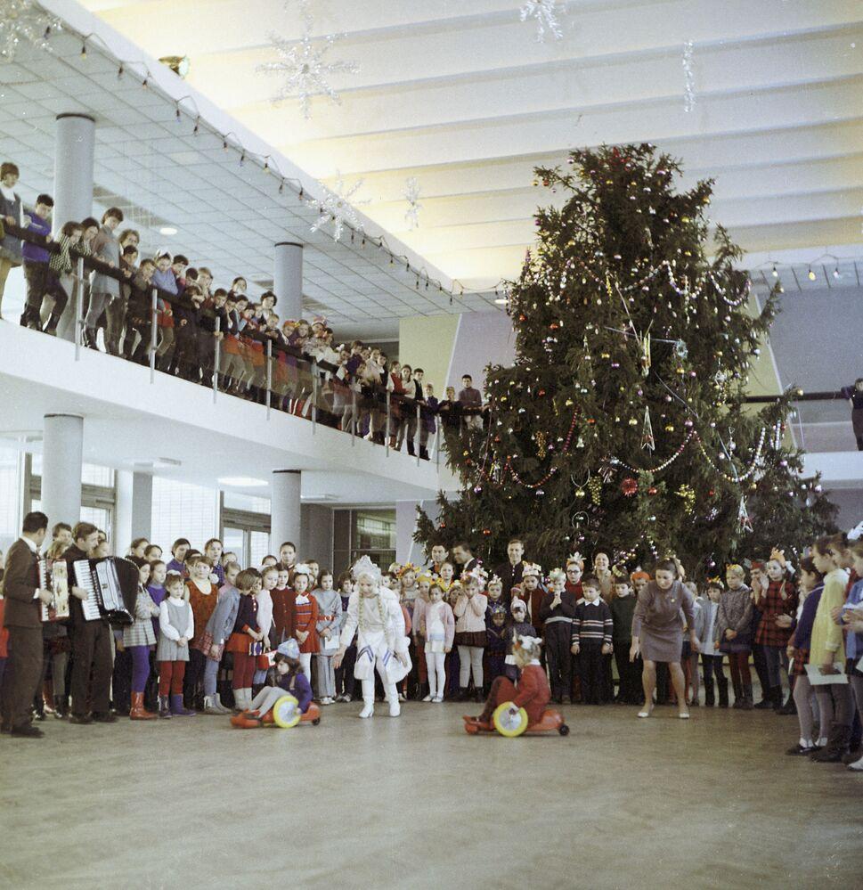 Pałac Pionierów na Górach Worobiowych, 1972 rok