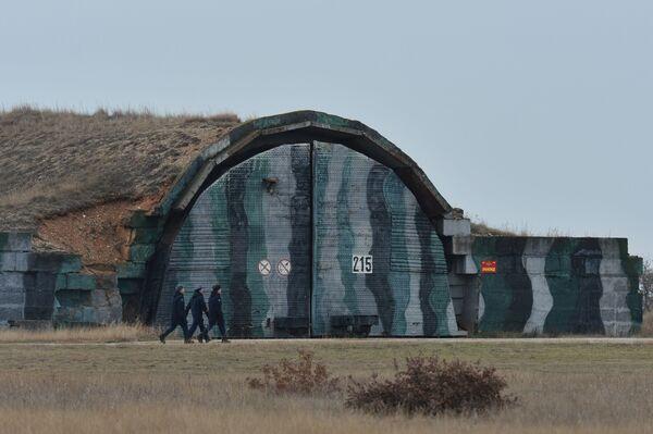 Hangar lotniczy na lotnisku Belbek - Sputnik Polska