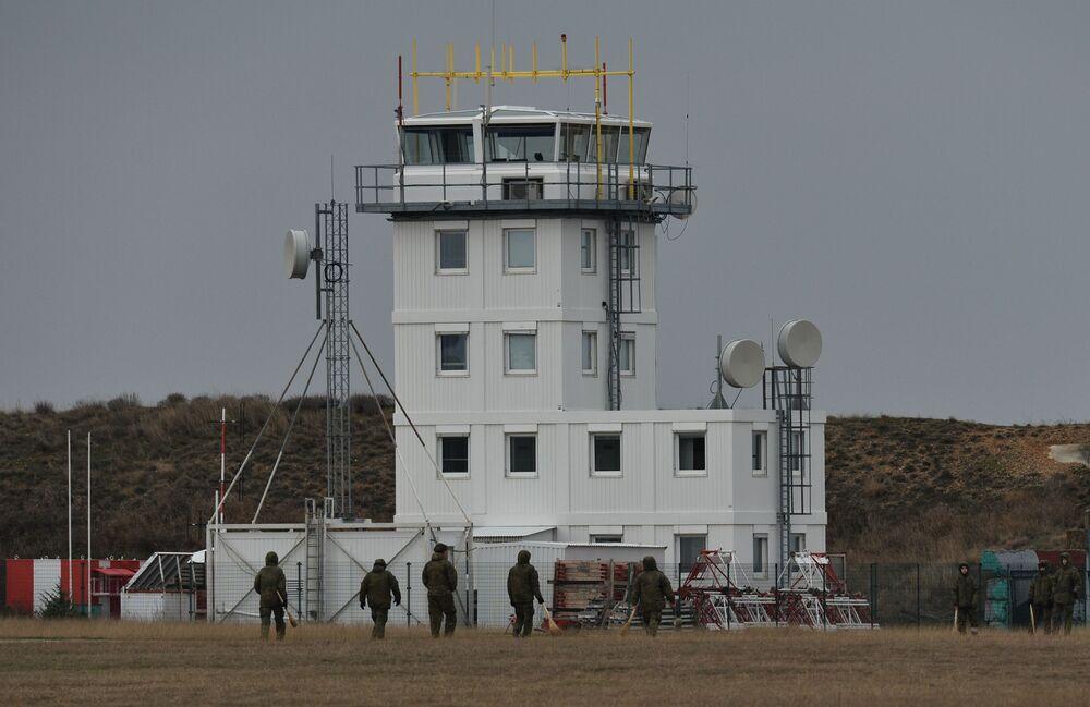 Wieża kontroli lotów na lotnisku Belbek