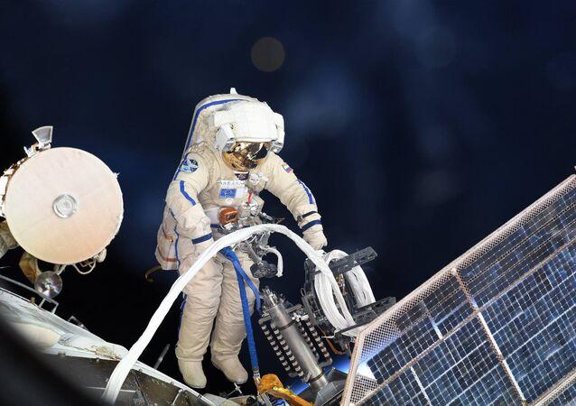 Wyjście w otwarty kosmos