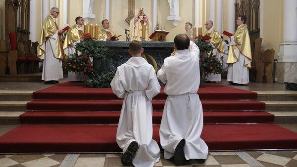 Msza święta w moskiewskim kościele - Sputnik Polska