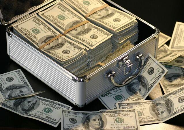 Walizka dolarów amerykańskich