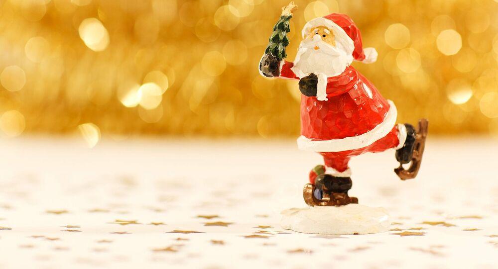 Figurka Świętego Mikołaja na łyżwach