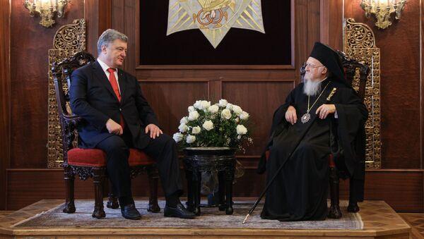 Prezydent Ukrainy Petro Poroszenko i patriarcha Konstantynopola Bartłomiej na spotkaniu w rezydencji patriarchy w Stambule - Sputnik Polska