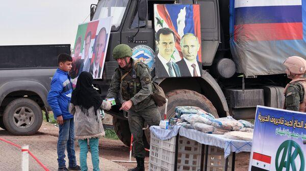Portrety Władimira Putina i Baszara Asada na samochodzie Rosyjskiego Centrum Pojednania Stron Konfliktu w Syrii - Sputnik Polska