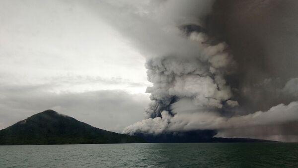 Erupcja wulkanu Anak Krakatau - Sputnik Polska