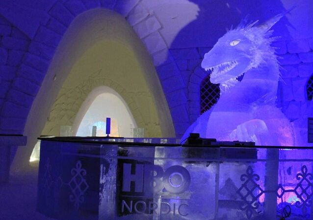 Внутри ледяного отеля Snow Hotel, посвященного сериалу Game of Thrones, а Финляндии