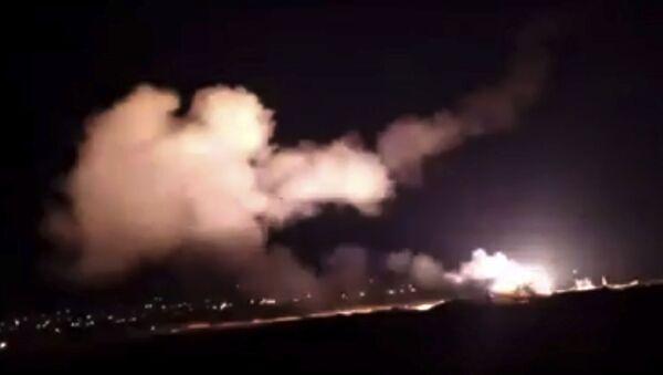 Syryjska obrona przeciwlotnicza odpiera atak izraelskich sił powietrznych na Damaszek - Sputnik Polska