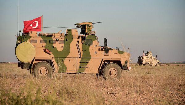 Wojska Turcji i USA prowadzą wspólne patrole wokół syryjskiego miasta Manbidż. Zdjęcie archiwalne - Sputnik Polska