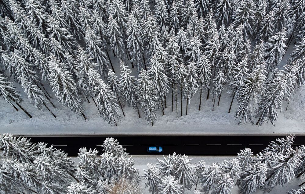 Droga w lesie pokrytym śniegiem, Rudawy
