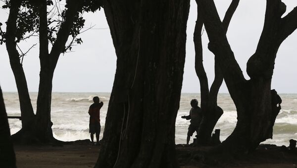 Ratownicy w czasie poszukiwań ofiar tsunami w Indonezji - Sputnik Polska