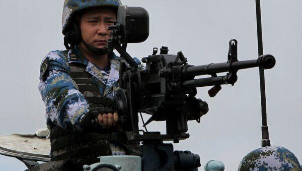 Żołnierz piechoty morskiej Chińskiej Armii Ludowo-Wyzwoleńczej - Sputnik Polska