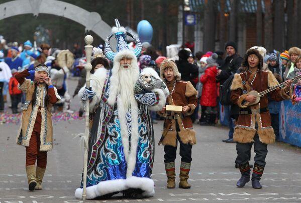 Jakucki Czyshaan bierze udział w uroczystym pochodzie z okazji urodzin Świętego Mikołaja w Wielkim Ustiugu - Sputnik Polska