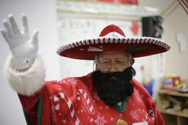 Meksykański Święty Mikołaj Pancho Klaus - Sputnik Polska