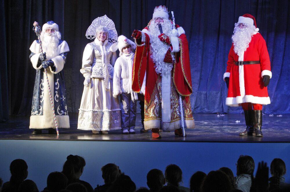 Dziadek Mróz i estoński Jõuluvana na świątecznym spotkaniu w Wyborgu