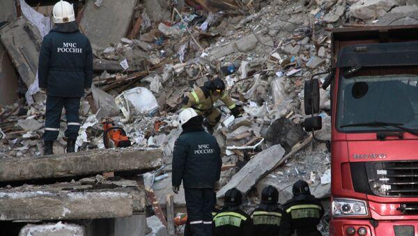 Strażacy na miejscu eksplozji gazu w Magnitogorsku - Sputnik Polska