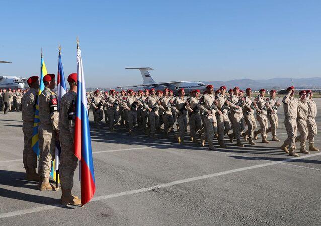 Rosyjscy żołnierze w syryjskiej bazie Hmeimim