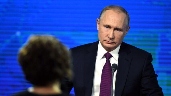 Prezydent Rosji Władimir Putin w czasie corocznej konferencji prasowej w Centrum Handlu Międzynarodowego - Sputnik Polska