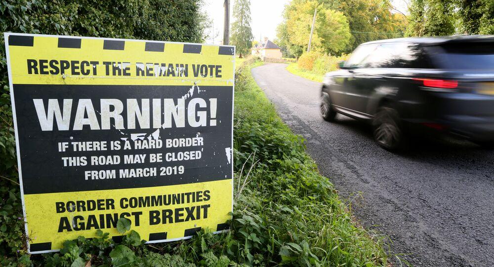 Plakat ostrzegający przed możliwym zamknięciem granicy między Irlandią Północną i Republiką Irlandii