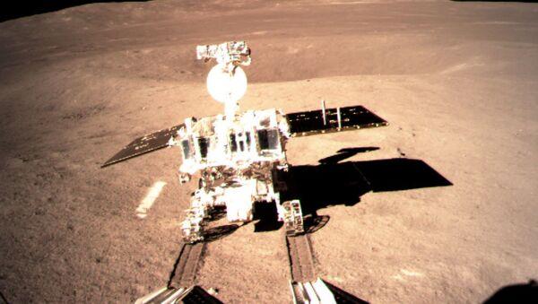 Chiński łazik Yuyu 2, który wylądował na Księżycu z chińską sondą Chang'e-4 - Sputnik Polska