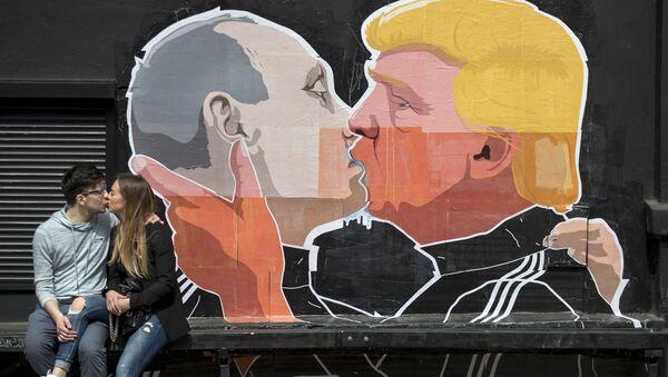 Putin i Trump. Karykatura na ścianie knajpy w Wilnie - Sputnik Polska