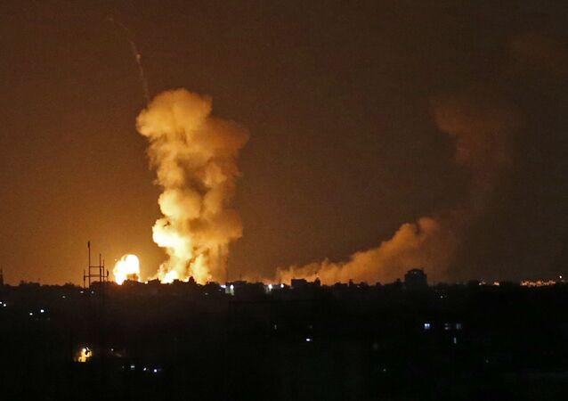 Последствия бомбардировки израильскими самолетами Сектора Газа