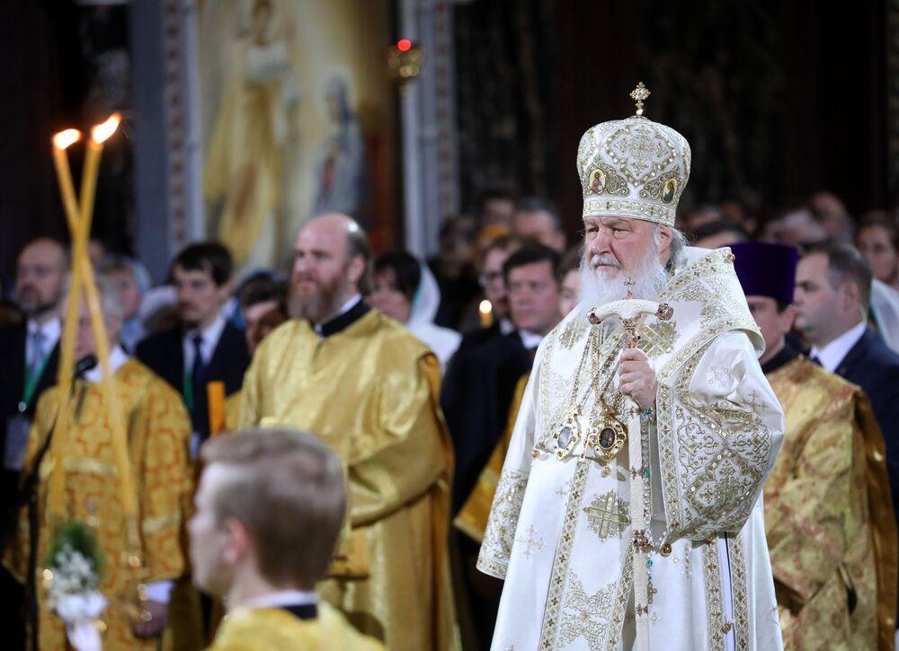 Patriarcha Moskwy i Wszechrusi Cyryl podczas Mszy Bożonarodzeniowej w Katedrze Chrystusa Zbawiciela w Moskwie