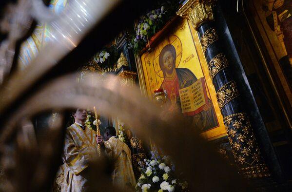 Msza Bożonarodzeniowa w Katedrze Świętej Trójcy w Jekaterynburgu - Sputnik Polska