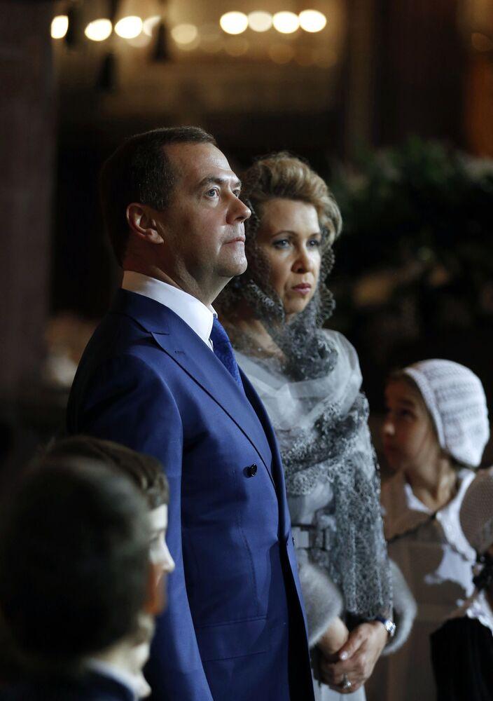 Rosyjski premier Dmitrij Miedwiediew z małżonką Swietłaną podczas Nabożeństwa Bożonarodzeniowego w Katedrze Chrystusa Zbawiciela w Moskwie