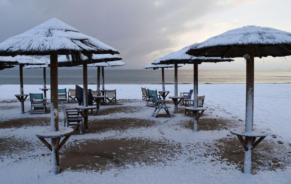 Plaża pokryta śniegiem, Grecja