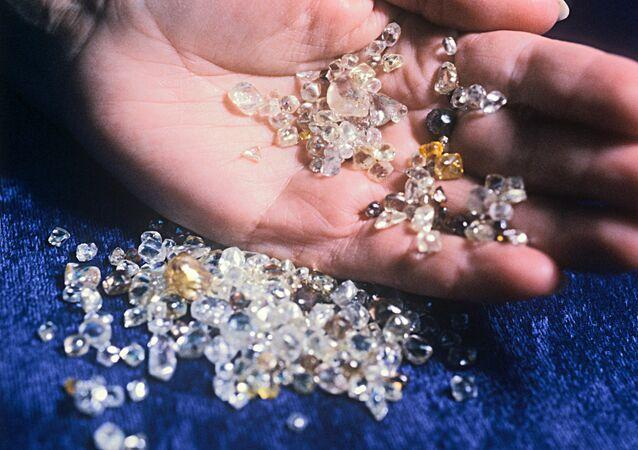 """Diamenty wydobyte z kopalni """"Udacznyj"""" za kołem podbiegunowym"""
