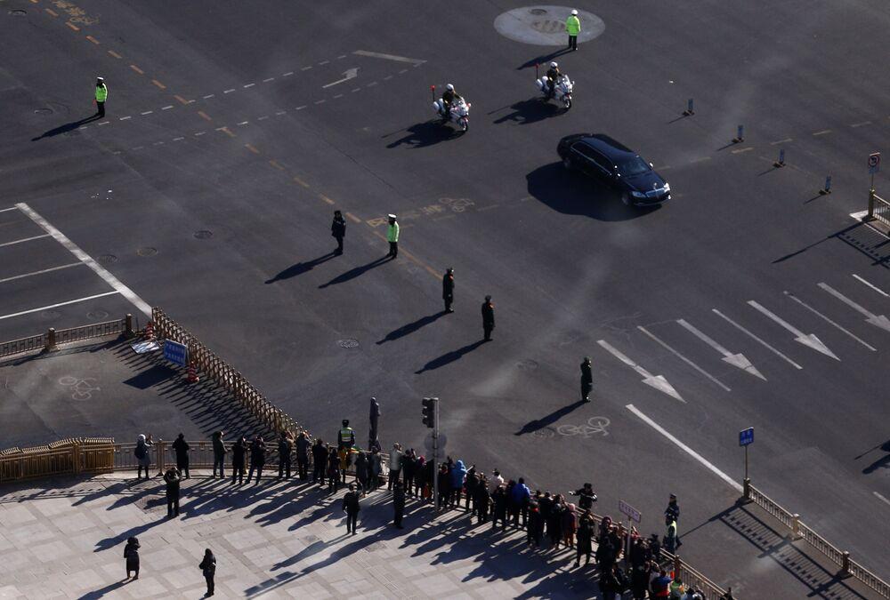 Samochód z przywódcą Korei Północnej Kim Dzong Unem w Pekinie