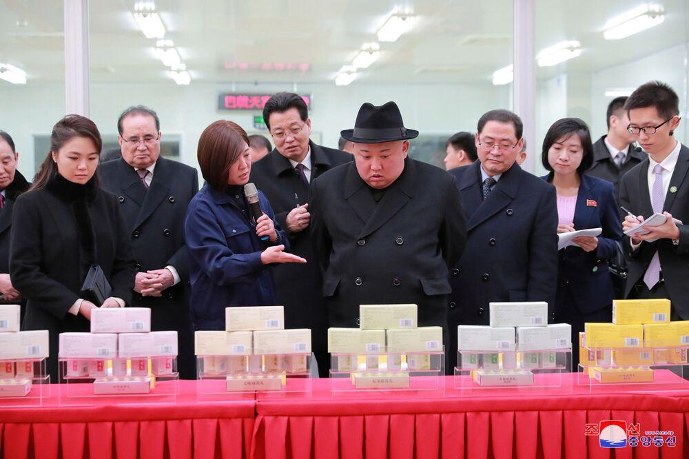 Kim Dzong Un i Xi Jinping podczas spotkania w Pekinie
