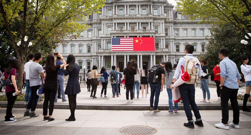Flagi USA i Chin w Waszyngtonie